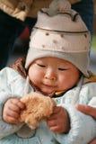 Bebê chinês que come o pão Fotografia de Stock