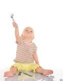 Bebê com as ferramentas no fundo branco Foto de Stock