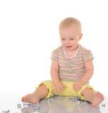 Bebê com as ferramentas no fundo branco Imagens de Stock Royalty Free