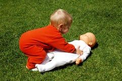 Bebê com boneca Imagens de Stock