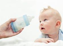 Bebê com botle Foto de Stock