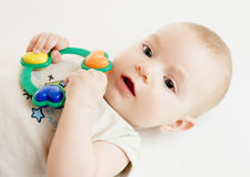 Bebê com chocalho Imagem de Stock Royalty Free