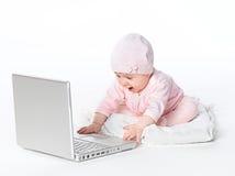 Bebê com computador Imagens de Stock