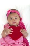 Bebê com descanso do coração em uma cama Imagem de Stock