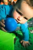 Bebê com esfera Imagem de Stock