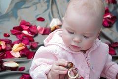 Bebê com grânulos Fotos de Stock Royalty Free