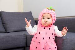 Bebê com molho de partido do Dia das Bruxas fotografia de stock