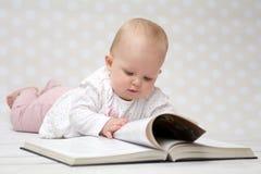 Bebê com o livro Foto de Stock Royalty Free