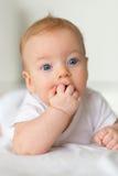 Bebê com olhos azuis Fotografia de Stock Royalty Free