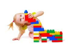 Bebê com os brinquedos isolados no branco Fotos de Stock Royalty Free