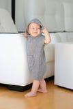 Bebê com os olhos azuis que vestem o hoodie Imagens de Stock Royalty Free