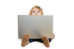Bebê com portátil Fotos de Stock