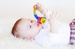 Bebê com um chocalho Imagens de Stock Royalty Free