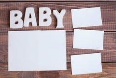 Bebê da palavra e foto branca do quadro foto de stock