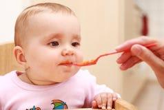 Bebê de alimentação fotos de stock royalty free