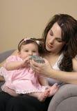 Bebê de alimentação imagem de stock royalty free