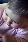Bebê de exploração fotografia de stock royalty free