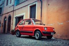 Bebê de Fiat 126 no vermelho Foto de Stock Royalty Free