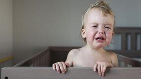 Bebê de grito na ucha em casa