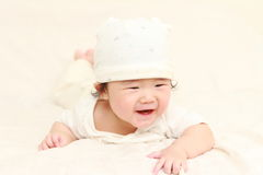 Bebê de rastejamento Imagens de Stock