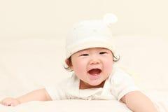 Bebê de rastejamento Fotos de Stock Royalty Free