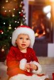 Bebê de Santa com chapéu de Santa fotos de stock
