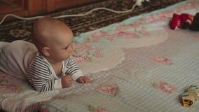 Bebê de seis meses video estoque