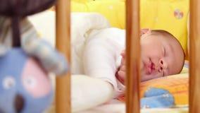 Bebê de sono video estoque