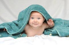 Bebê de sorriso após o banho foto de stock royalty free