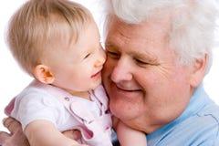 Bebê de sorriso com gramps fotografia de stock