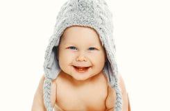 Bebê de sorriso no chapéu feito malha Imagem de Stock
