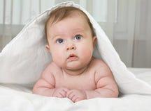 Bebê de sorriso pequeno foto de stock