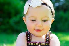 Bebê do bebê de seis meses fora Fotografia de Stock