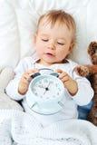 Bebê do bebê de um ano com despertador imagens de stock royalty free