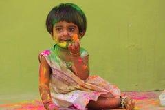 Bebê do festival de Holi com cores foto de stock royalty free