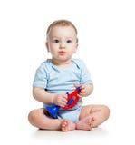Bebê do menino que joga o brinquedo foto de stock