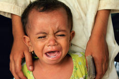 Bebê do refugiado que grita na fome Imagem de Stock Royalty Free