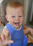 Bebê dos anos de idade com a expressão scrunched engraçada que mostra os dentes Fotos de Stock Royalty Free