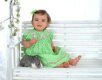 Bebê e coelho no balanço foto de stock royalty free