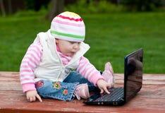 Bebê e computador Imagem de Stock Royalty Free