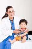 Bebê e doutor fotografia de stock