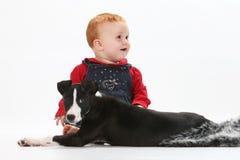 Bebê e filhote de cachorro Foto de Stock Royalty Free