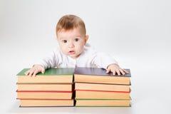 Bebê e livros fotos de stock royalty free