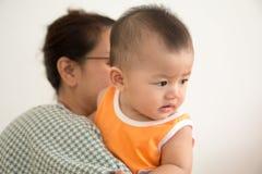 Bebê e mamã Fotografia de Stock