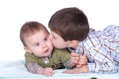 Bebê e menino Fotografia de Stock
