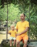 Bebê e pai Fotos de Stock