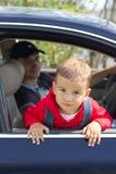 Bebê e pai em um carro Fotografia de Stock Royalty Free