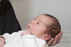 Bebê e pai recém-nascidos Fotos de Stock Royalty Free