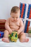 Bebê e presentes Fotos de Stock