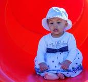 Bebê em um campo de jogos Fotos de Stock Royalty Free